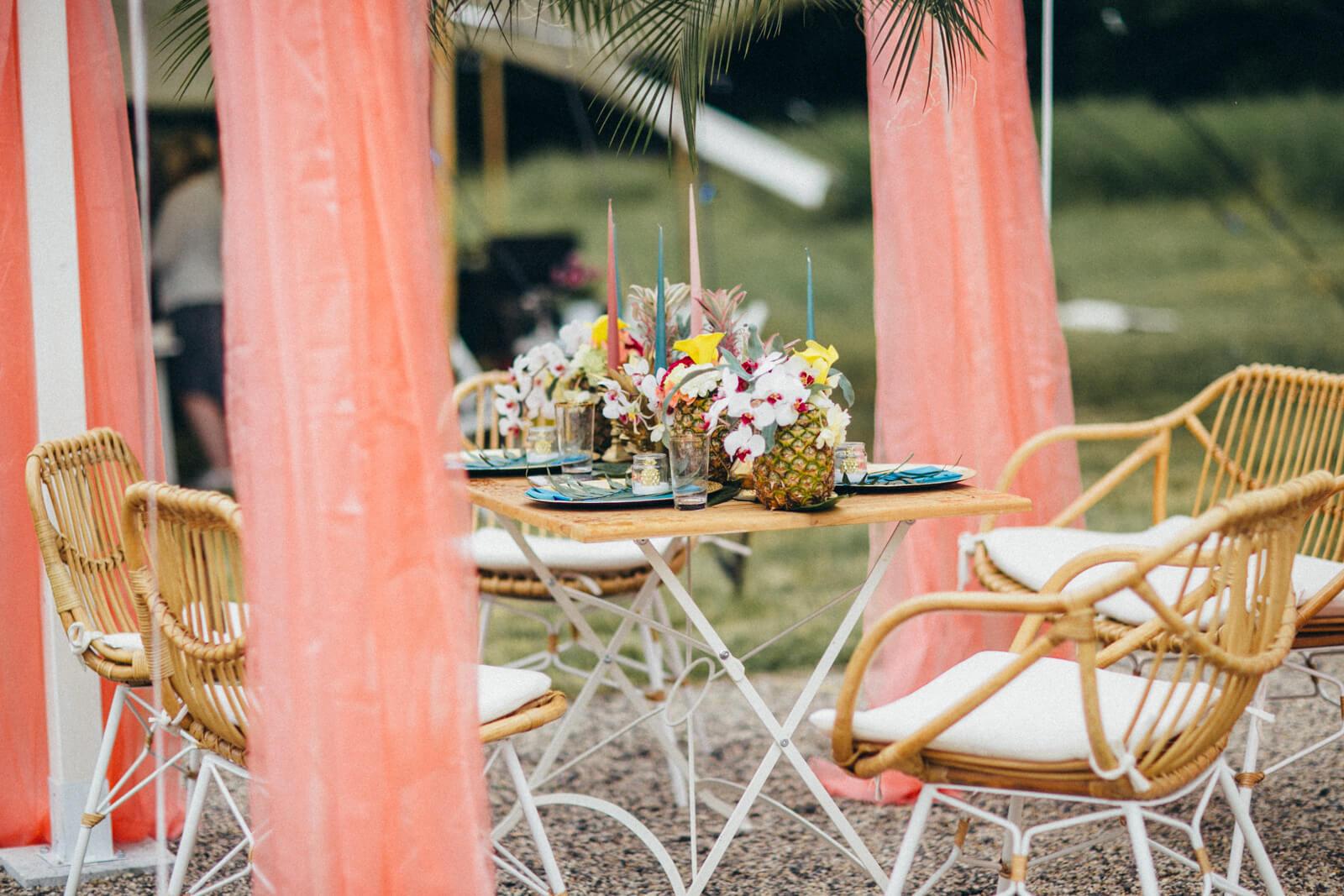 Wedding-Market-Leipzig-Sommer-Edition-2018-Tisch-von-massivum-Deko-von-Saltoflorale-II-(c)-Andy-Paulik